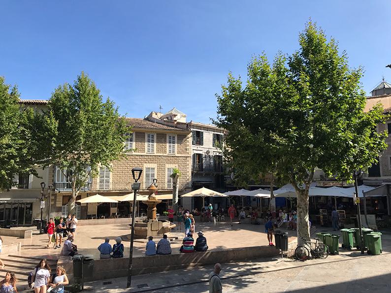 Mallorca, Spanien, Soller, Roadtrip, Plaza Constitucion, Serra de Tramuntana